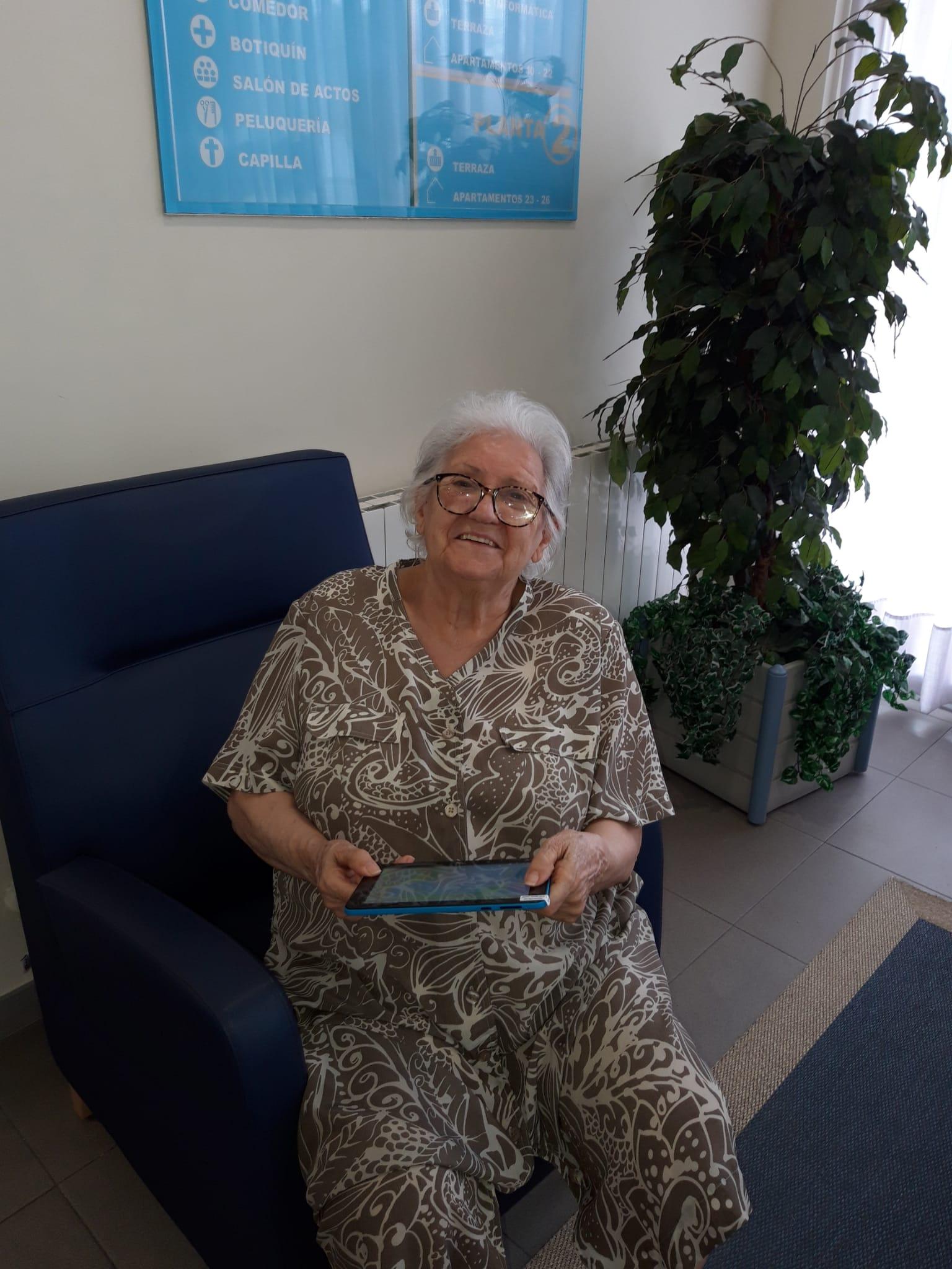 Donación de tablets para mantener en contacto a nuestros mayores con sus familiares