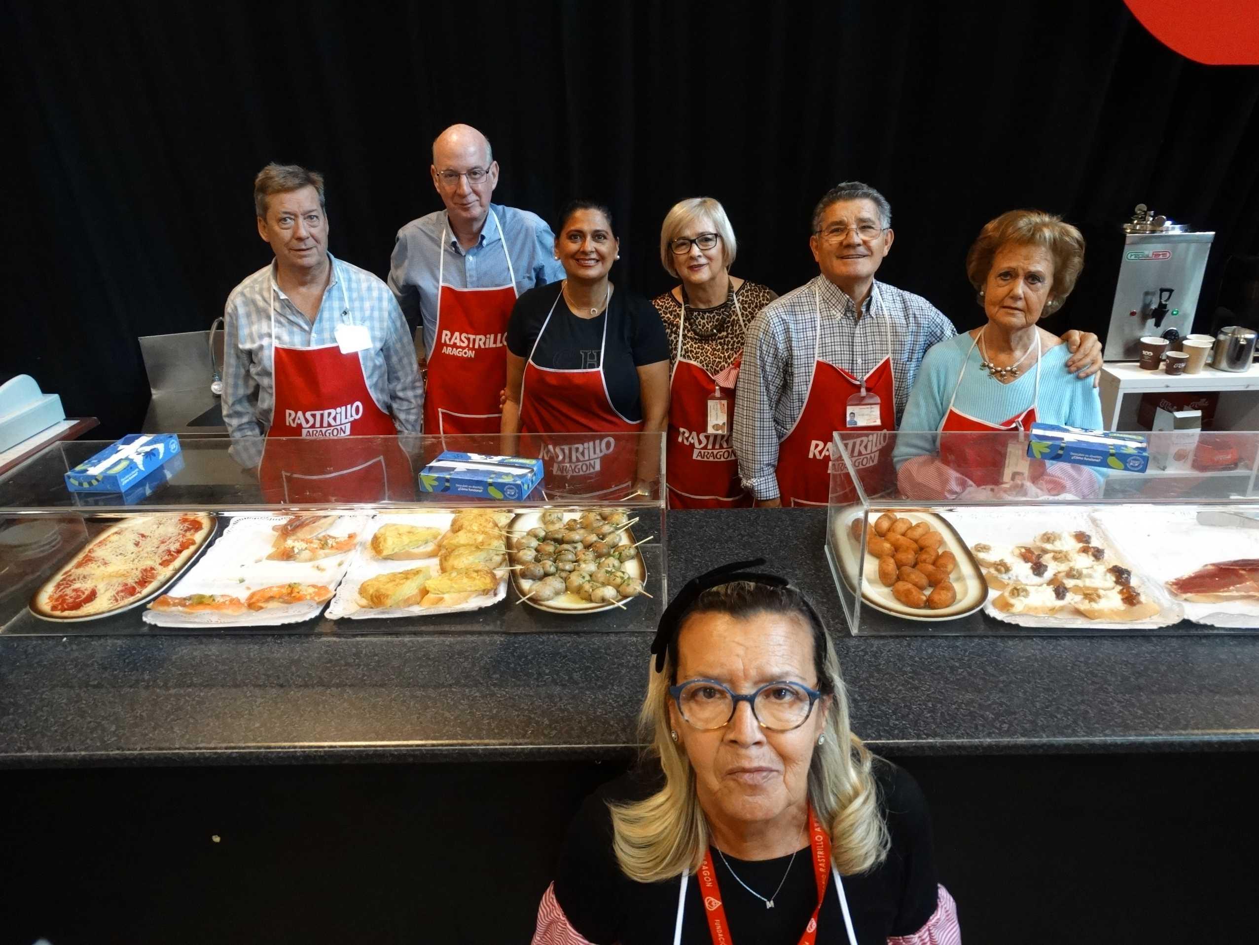 Voluntarios en el Rastrillo Aragó