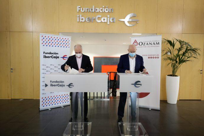 José Luis Rodrigo y Fernando Galdámez firman el convenio de apoyo a la Granja Escuela Torrevirreina