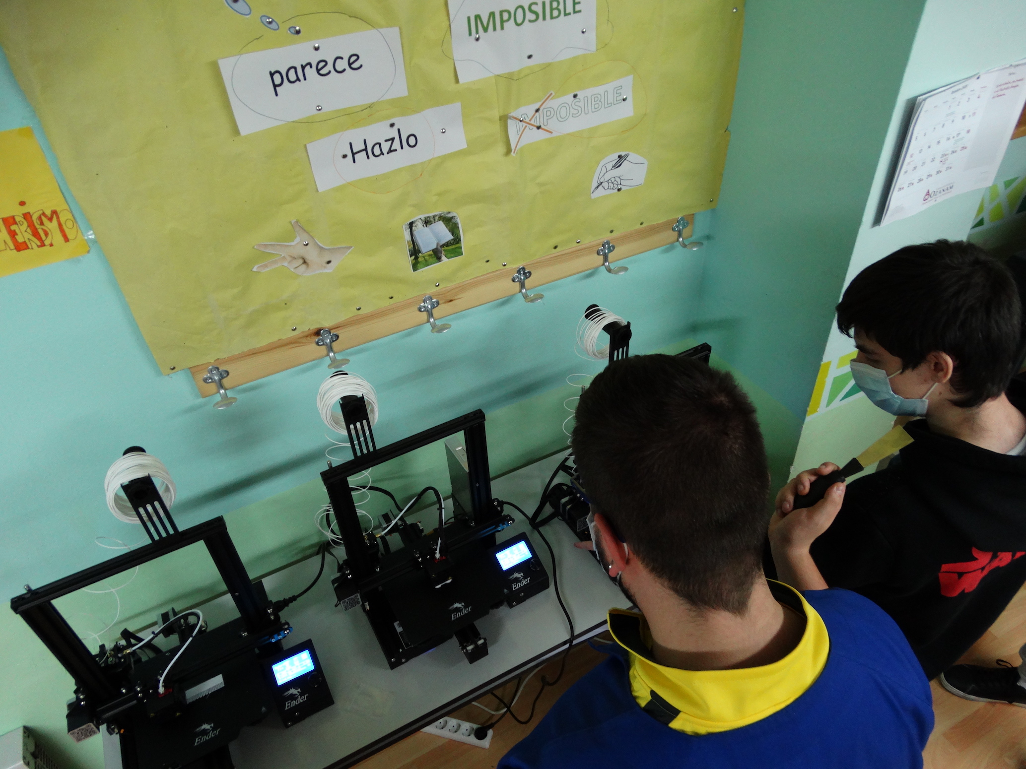 Jóvenes de la Escuela Segunda Oportunidad en el Aula Maker